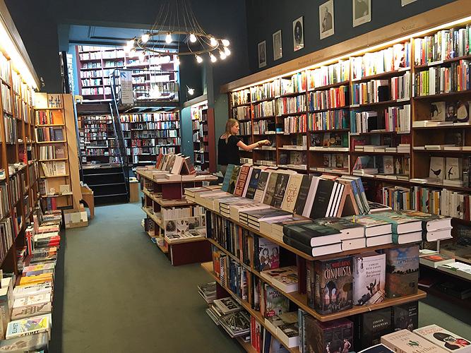 foto interieur boekhandel in Zutphen